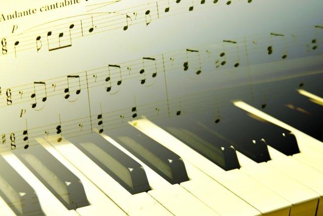 楽譜とピアノ(声楽)