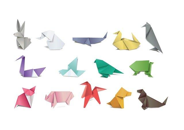 折紙で作った動物の写真